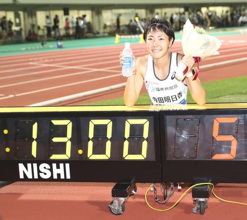 女子100メートル障害、13秒00の日本タイ記録をマークした寺田(撮影・河野匠)