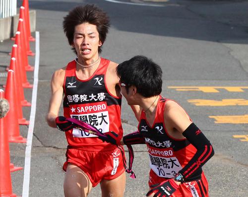 荻野皓平(左、2012年1月2日)