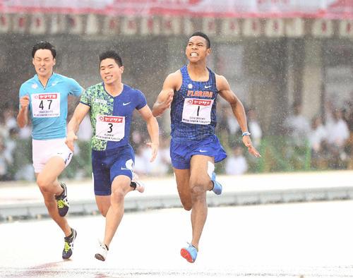 2019年日本選手権・男子200メートル決勝で2位となった小池(中央)。右は優勝したサニブラウン・ハキーム