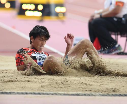 男子走り幅跳び決勝で8位入賞を果たした橋岡(撮影・河野匠)