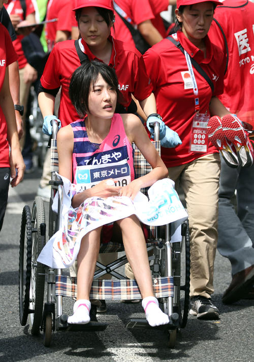 MGC女子のゴール後、車いすで引き揚げる1位の前田穂南(2019年9月15日)