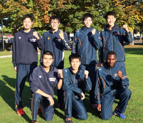 2年ぶり10度目の優勝決めた札幌山の手の選手たち。前列左から多田、森田、パトリック、後列左から島田、永島、谷川、野田(撮影・浅水友輝)