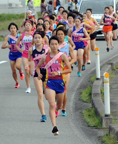 仙台育英の女子は1区小海がスタートから飛び出す