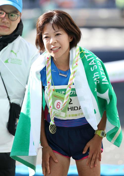 日本人トップの6位、2時間35分15秒でゴールした吉田香織は険しい表情を見せる(撮影・河野匠)