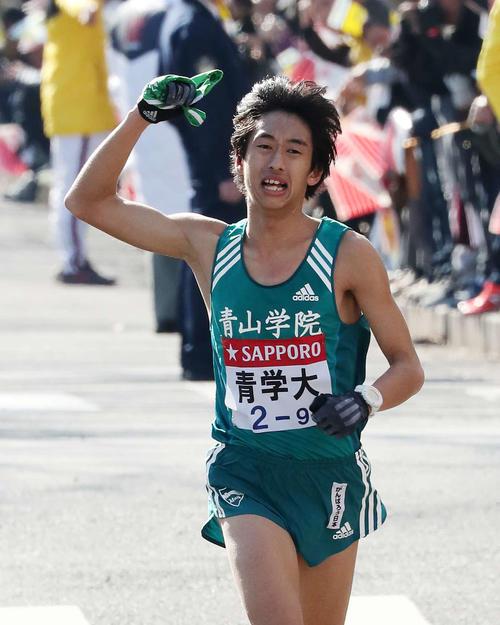 9区で力走する青学大・神林勇太(撮影・鈴木正人)
