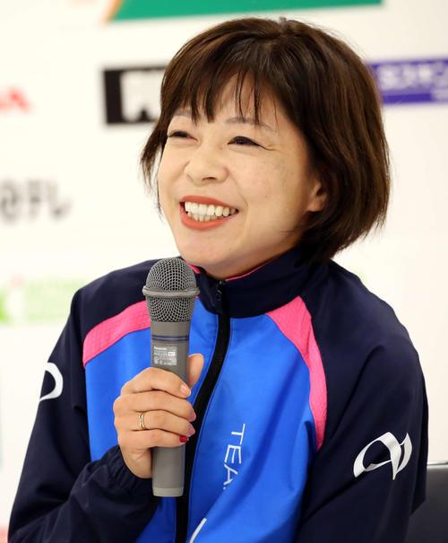 レース後の会見で笑顔を見せる吉田香織(撮影・河野匠)