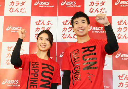Taiho Tsuchiya [left] and Kiryu [photographed by Masafumi Adachi] showing smiles after running a track at the new National Stadium