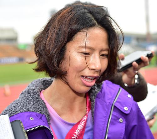 2時間16分36秒の3位でゴールする区間賞を獲得した東京アンカー新谷仁美(撮影・清水貴仁)