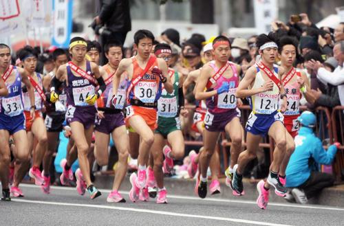 全国都道府県対抗男子駅伝1区では多くの選手たちがナイキの厚底シューズを着用していた
