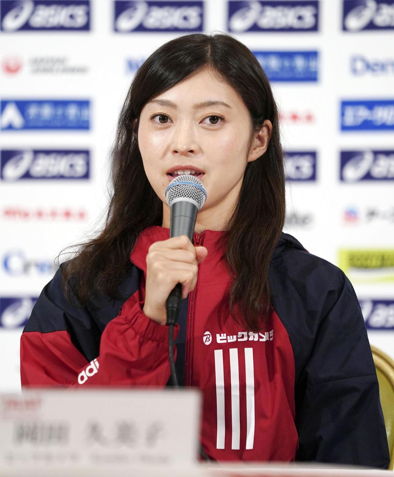 日本選手権20キロ競歩を前に記者会見する岡田久美子(共同)