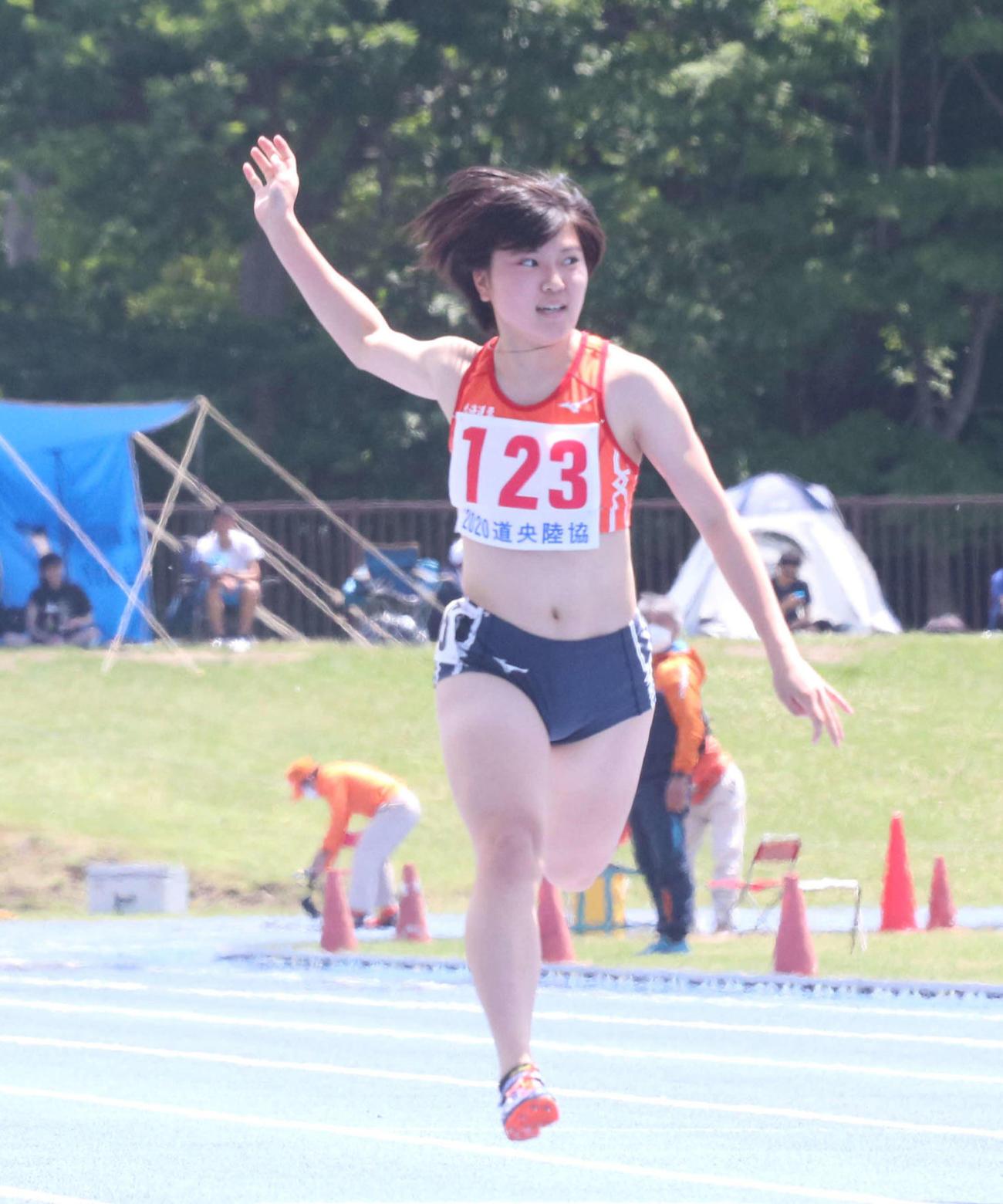 高校デビュー戦となった5日の道央記録会第1戦女子100メートルで追い風参考ながら全体トップの12秒08で好走した北海道栄・納村(撮影・浅水友輝)