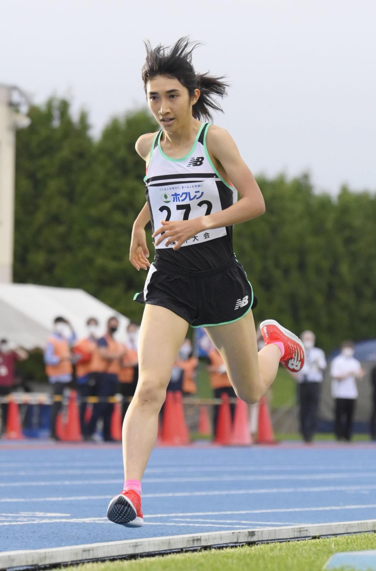 女子3000メートル 8分41秒35の日本新記録をマークし、優勝した田中希実(代表撮影)