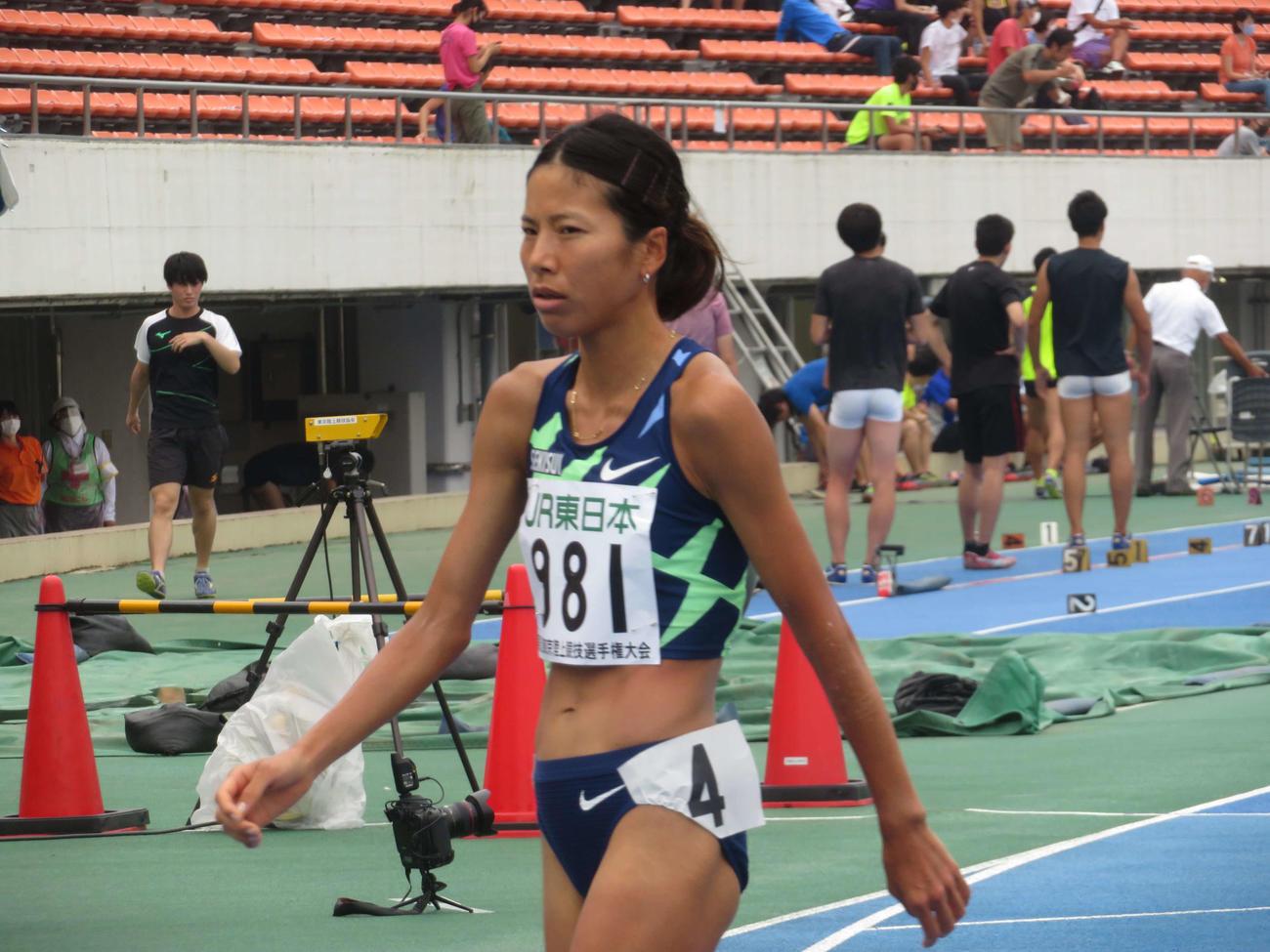女子1500メートル決勝で優勝した新谷