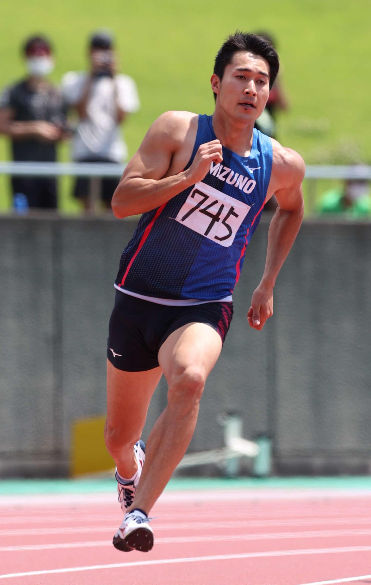 男子200メートル予選を走る飯塚(C)ミズノ