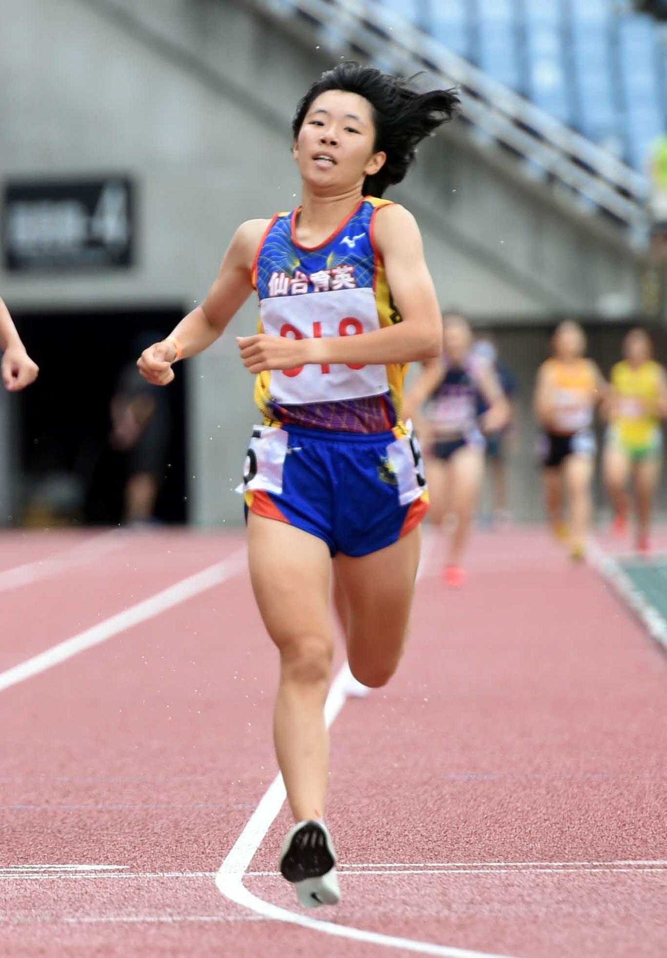 女子800メートルで優勝した仙台育英・吉原(撮影・相沢孔志)