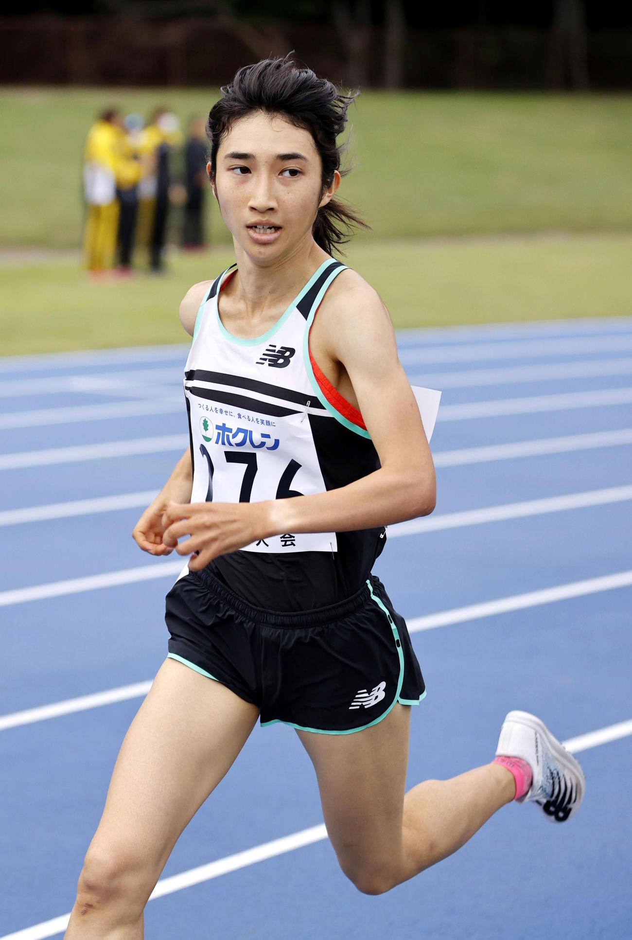 女子3000メートルA組 力走する田中希実(276)=18日午後5時32分、 千歳市青葉陸上競技場(代表撮影)