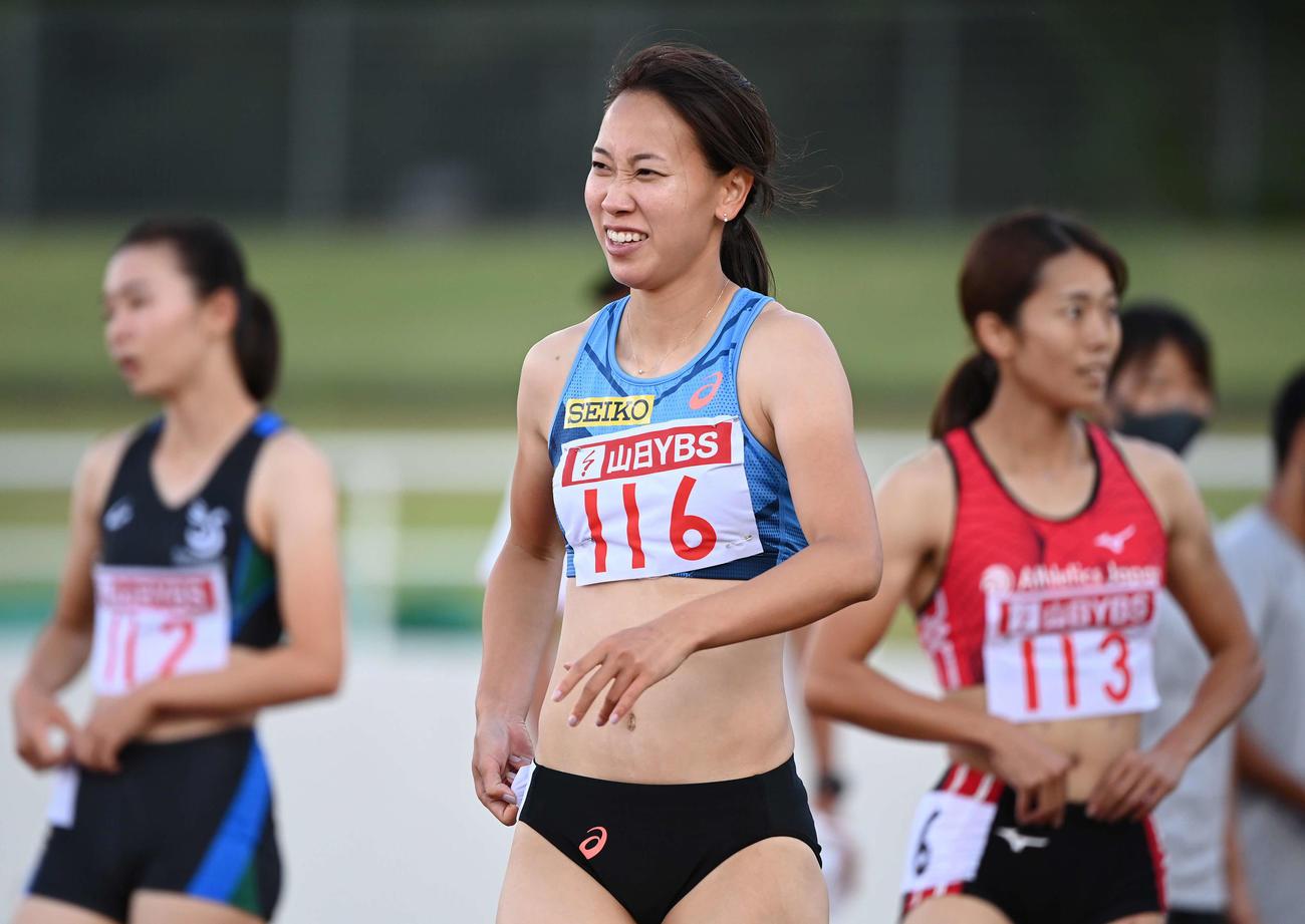 女子100メートルタイムトライアル決勝を終え、顔をしかめる福島(撮影・鈴木みどり)