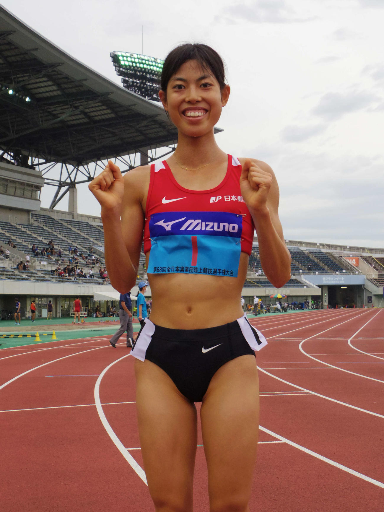 ジュニア女子3000メートルで優勝した広中(撮影・奥岡幹浩)