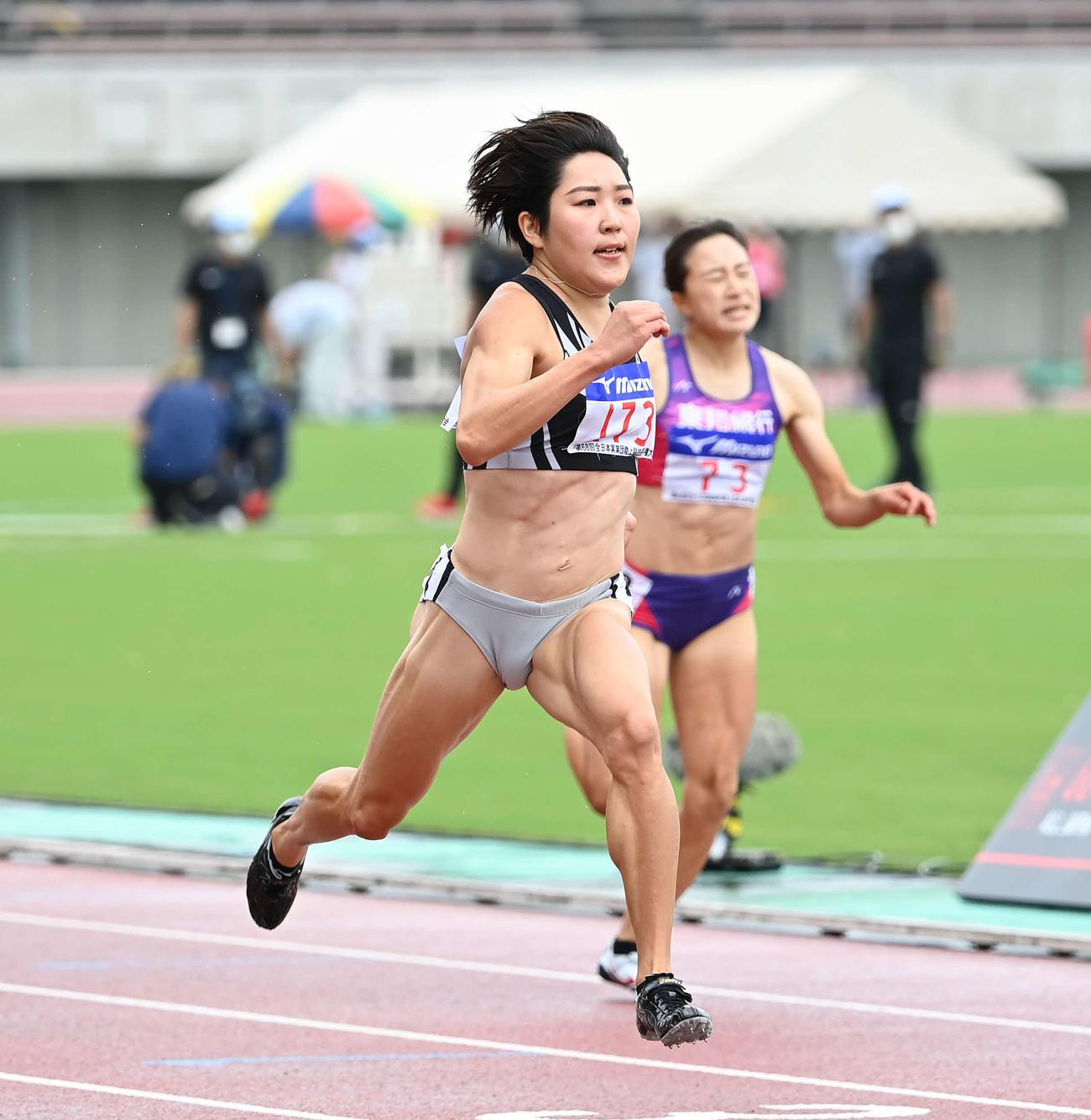 女子200メートルで優勝した大石(撮影・鈴木みどり)
