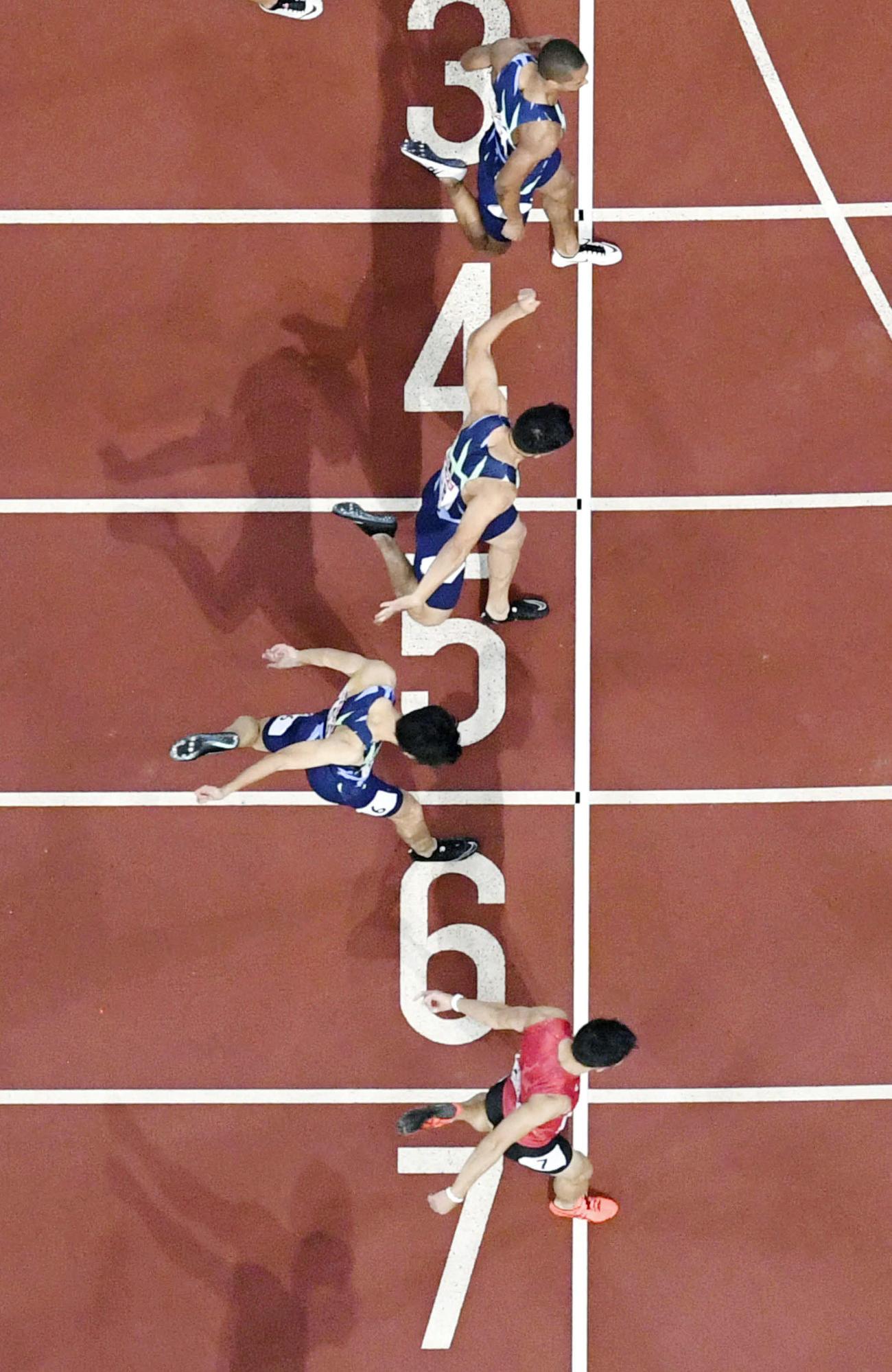 男子100メートル決勝 10秒27で優勝した桐生祥秀(下)(代表撮影=共同)