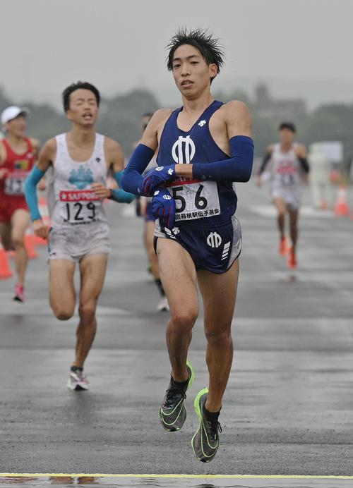 箱根駅伝予選会を日本人1位でゴールする順大の三浦龍司(代表撮影)