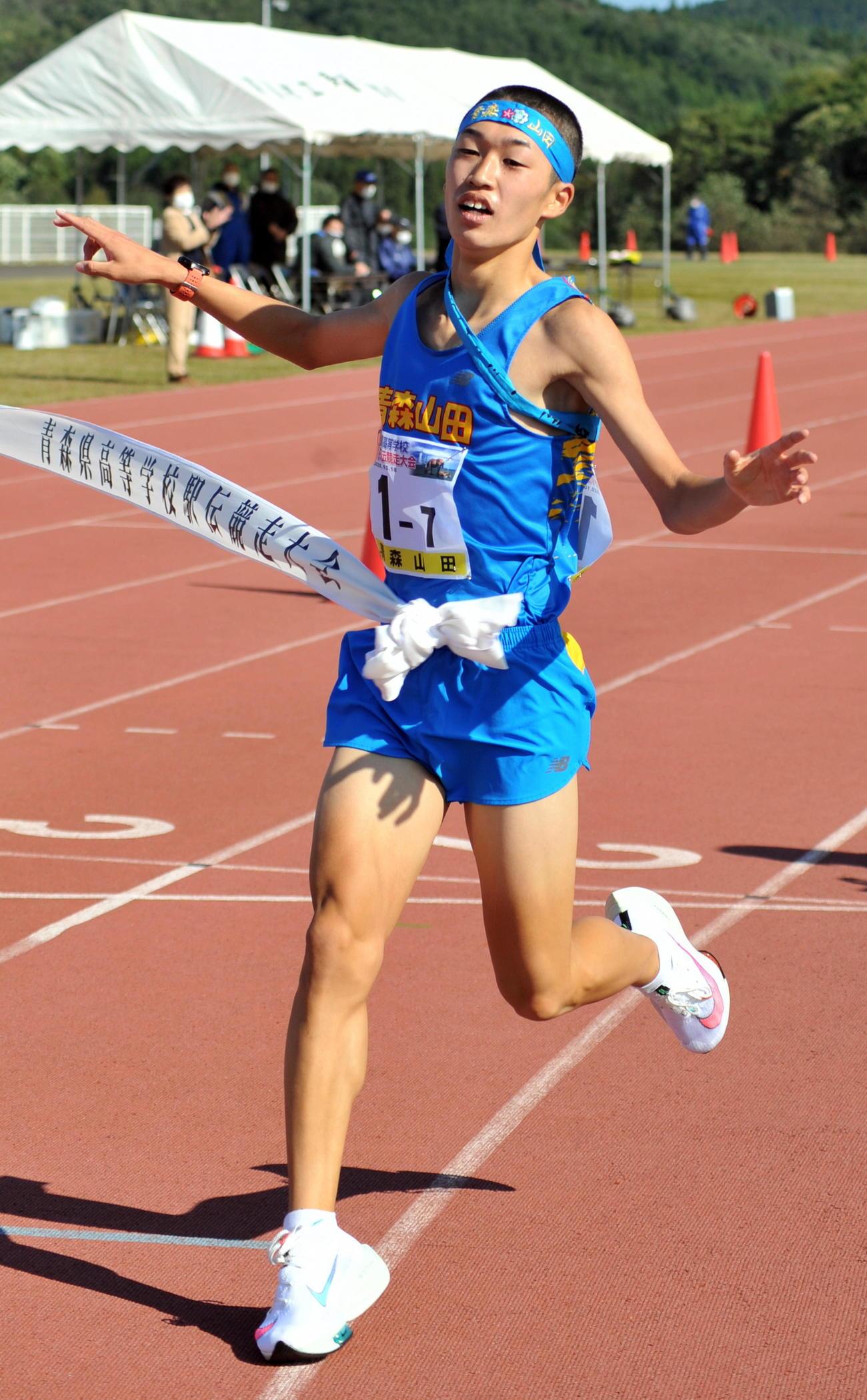 青森山田の1年生アンカー熊谷は2位に8分以上の大差でゴールする
