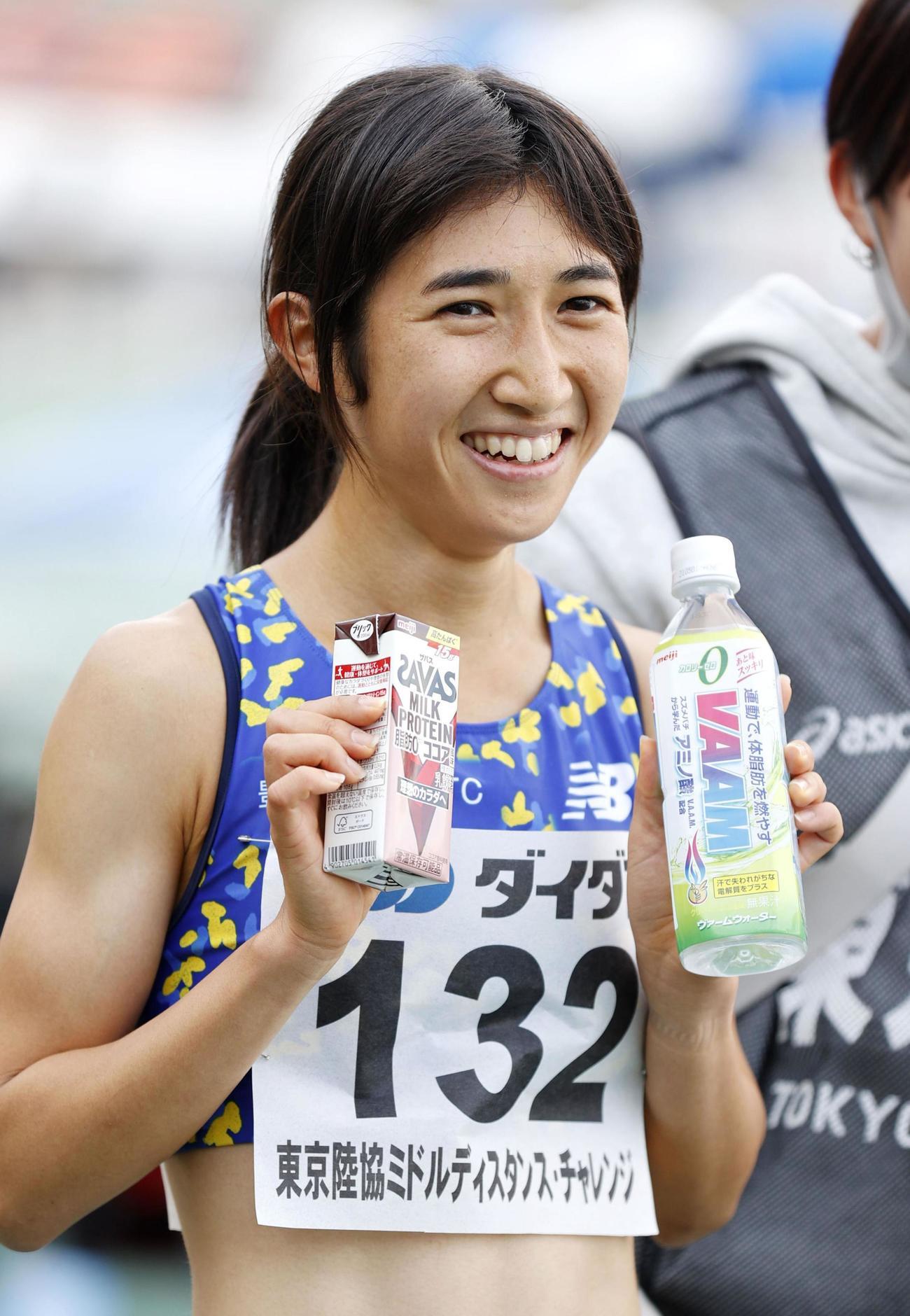 女子1500メートルで快勝し、笑顔を見せる田中希実(共同)