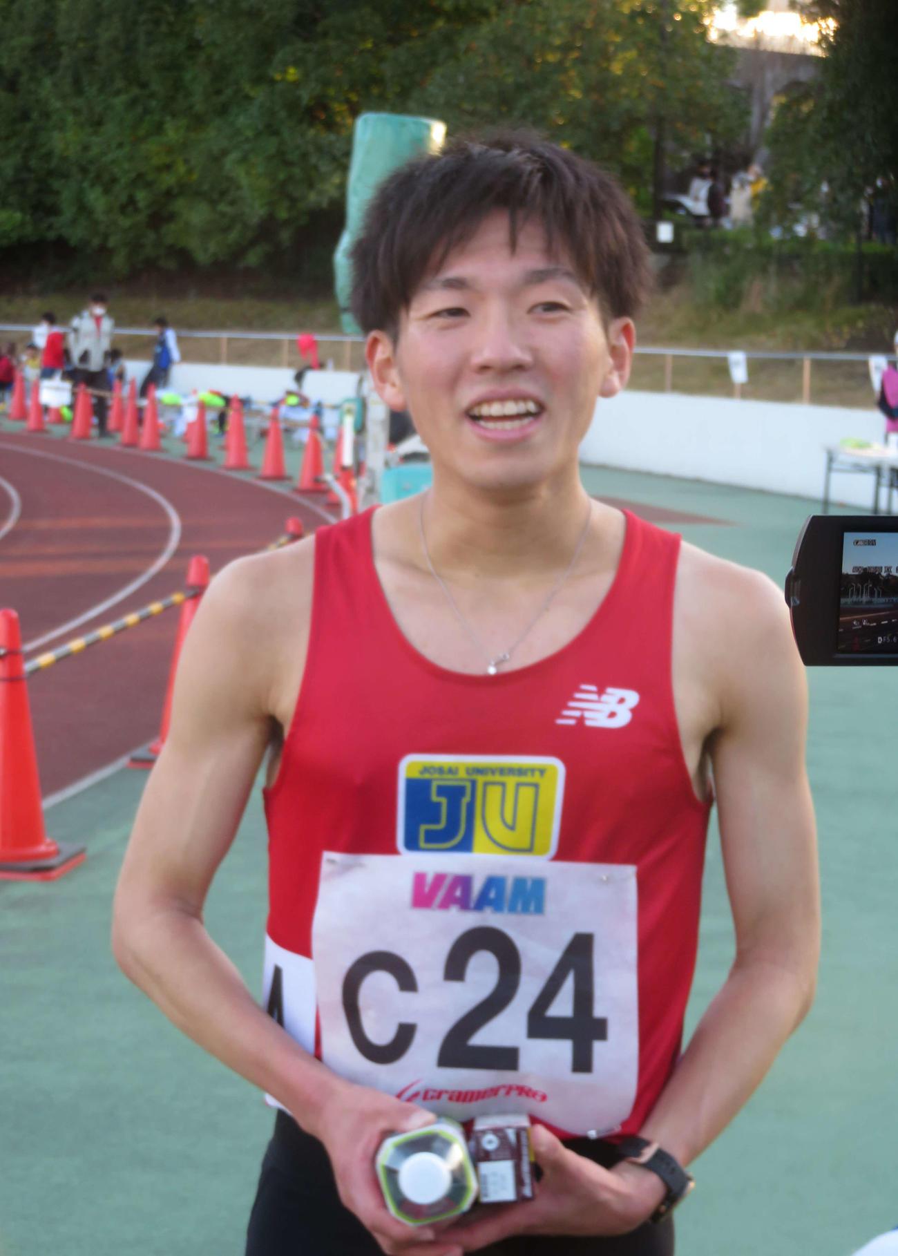 レース後に笑顔を見せる城西大の菊地駿弥(撮影・上田悠太)