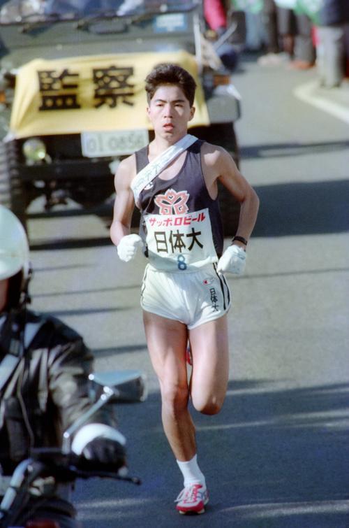 復路8区 トップを行く日体大・有川哲蔵(4年、区間2位)=1989年1月3日