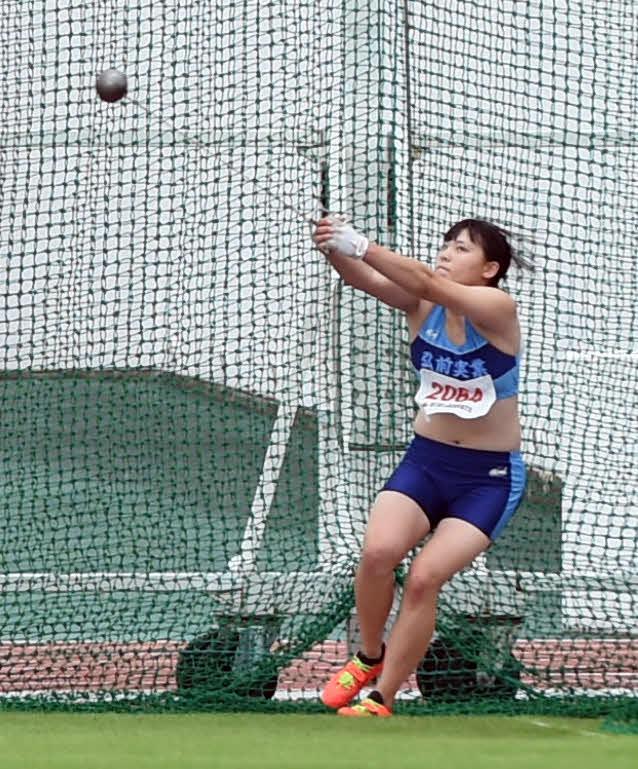 昨年10月4日、東北高校新人陸上のハンマー投げで高校女子初の60メートルスローを記録した弘前実・村上