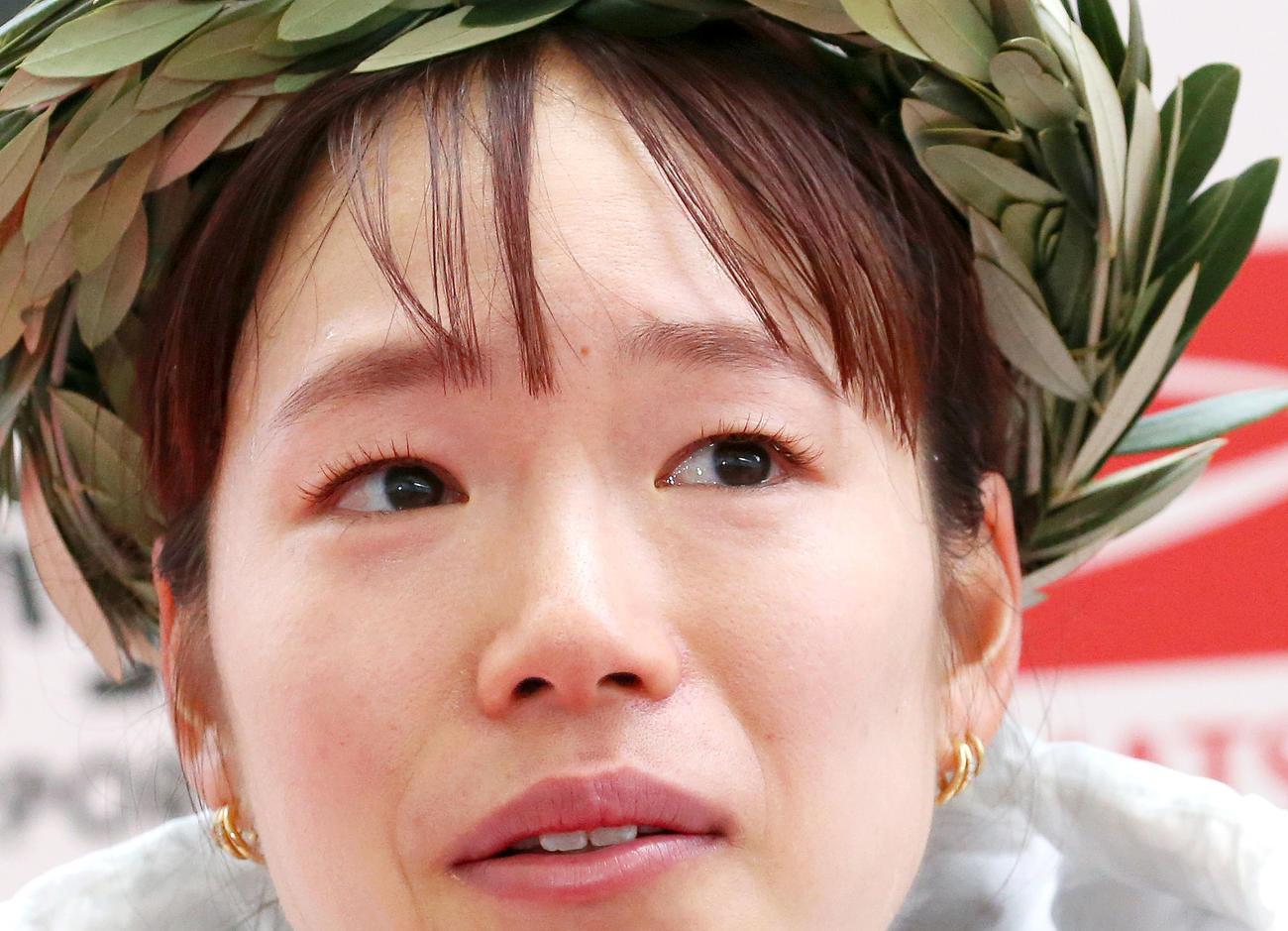 大会新記録で優勝した一山麻緒は目に涙を浮かべる(撮影・上山淳一)