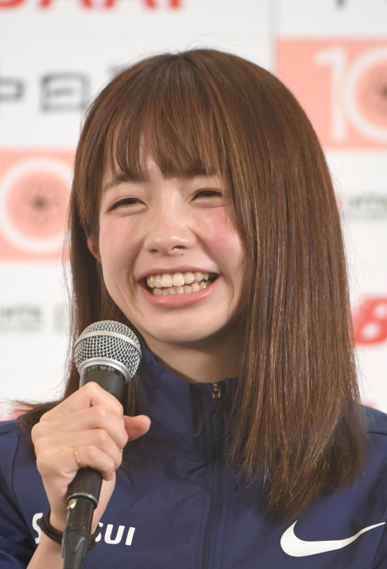 名古屋ウィメンズマラソンを前に、記者会見する佐藤早也伽(代表撮影)