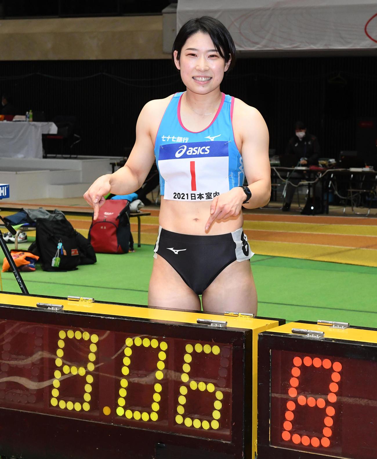 日本室内陸上競技大阪大会 女子60メートルハードル予選で室内日本新記録をマークした青木益未(撮影・前岡正明)