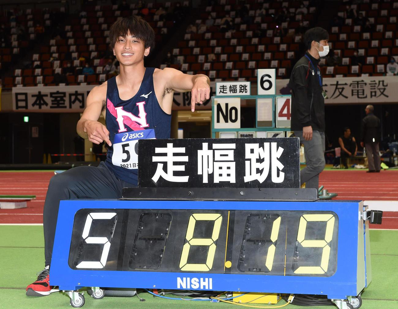 男子走り幅跳び、8メートル19の室内日本新をマークした橋岡優輝(撮影・前岡正明)