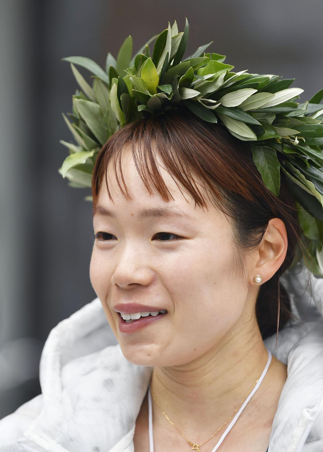 東京五輪のテスト大会となる「札幌チャレンジハーフマラソン」の女子で優勝し、インタビューに答える一山(代表撮影)