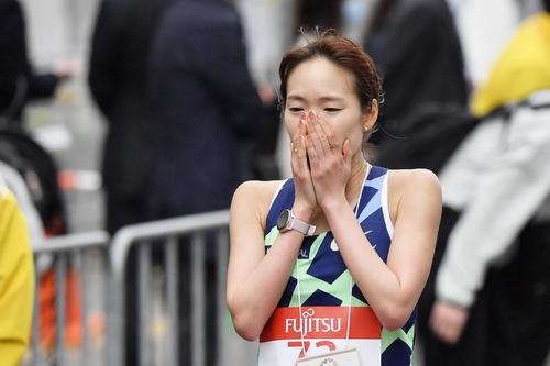 東京五輪のテスト大会となる「札幌チャレンジハーフマラソン」の女子で優勝した一山(代表撮影)