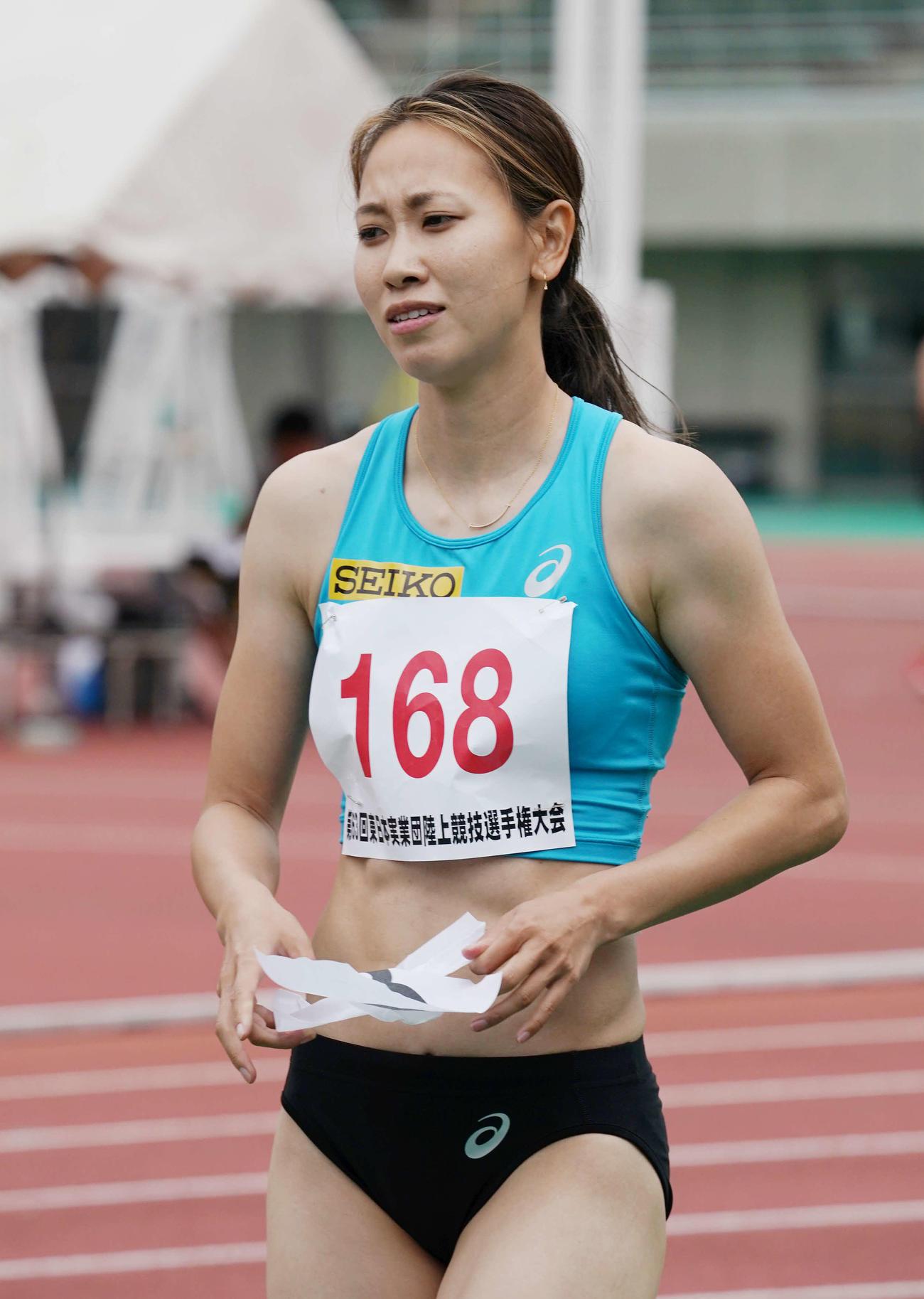 女子100メートル決勝、12秒33の5着となった福島は険しい表情を見せる(撮影・河野匠)