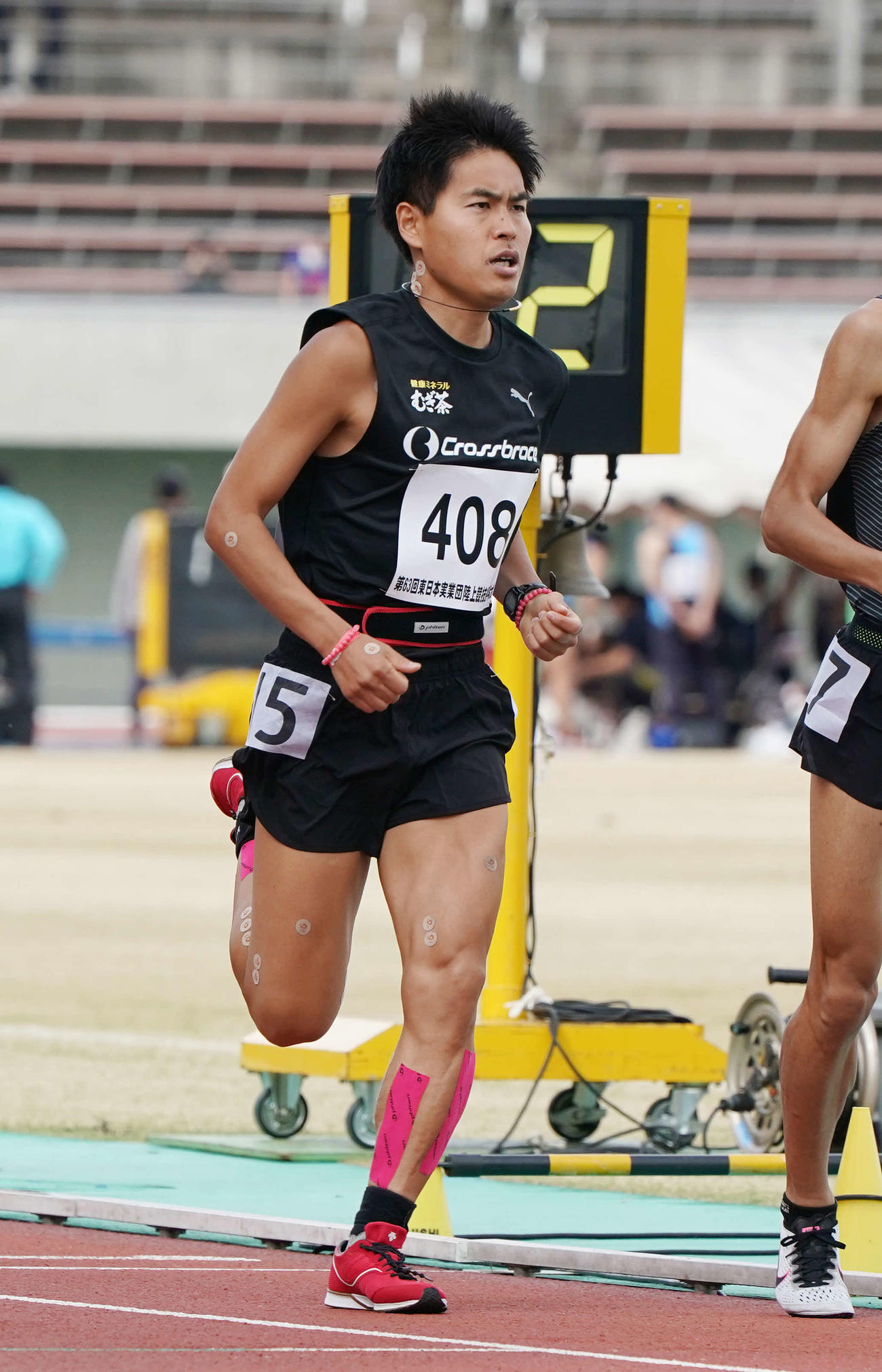 シニア男子1500メートルで力走するM高史(撮影・河野匠)
