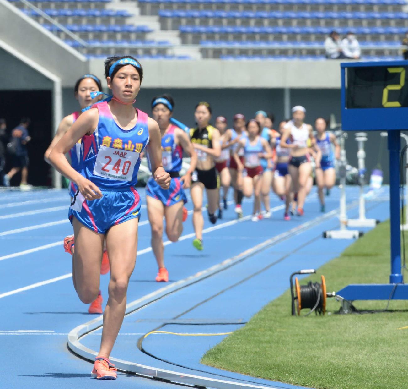 女子1500メートルでレースを引っ張った青森山田・伊藤