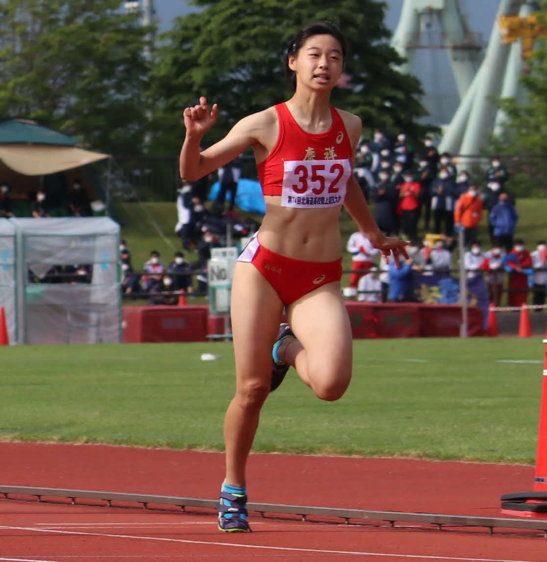 女子100メートルで優勝した立命館慶祥の神田(撮影・山崎純一)