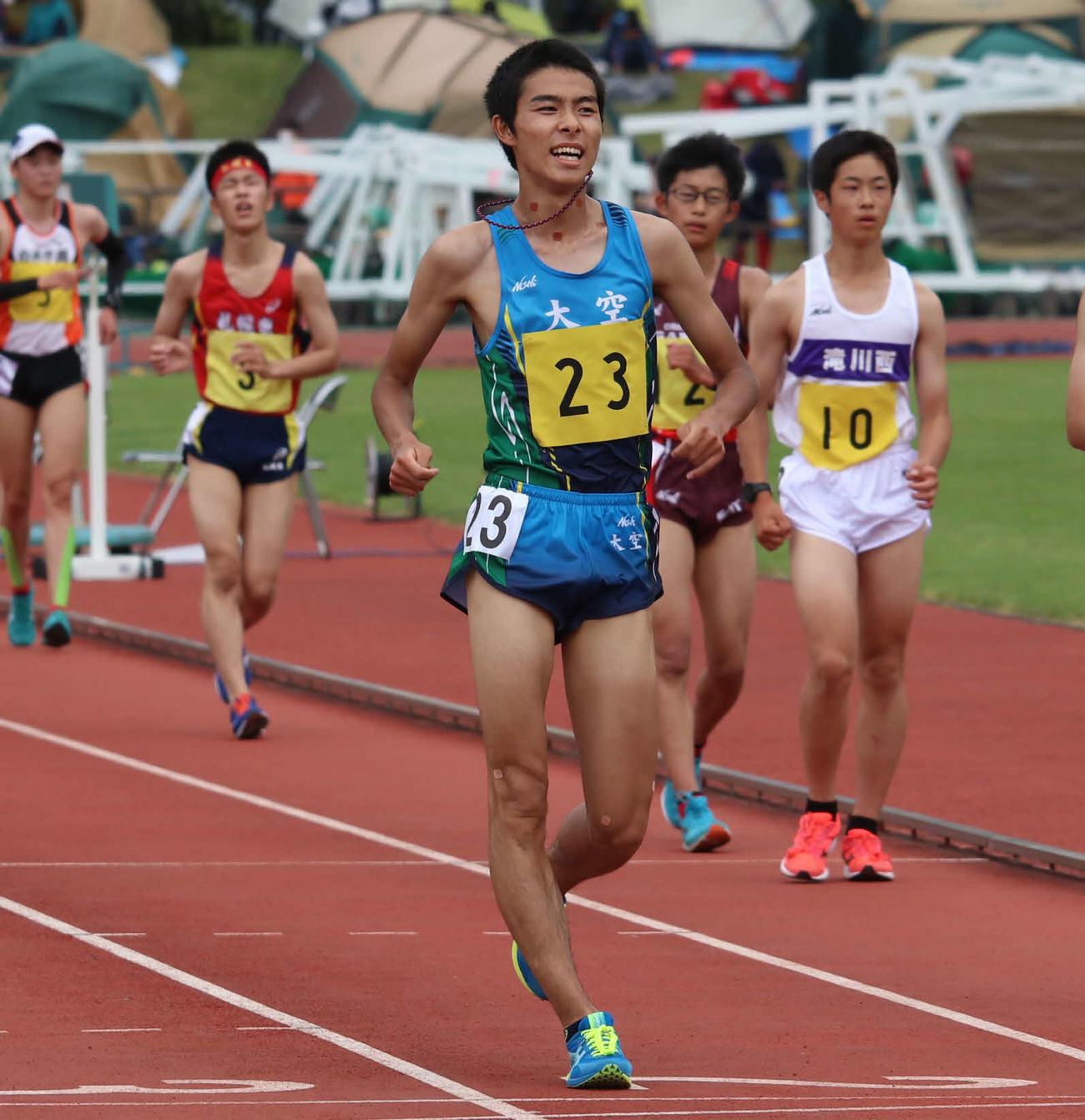 男子5000メートル競歩で優勝した大空の岩原(撮影・山崎純一)