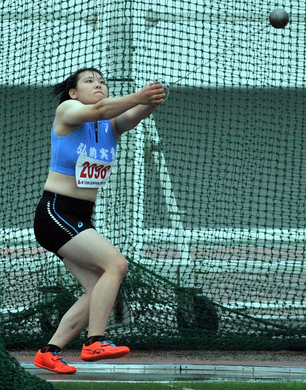 女子ハンマー投げ、村上は60メートル99の大会新で優勝し、日本高校記録保持者の貫禄を示す
