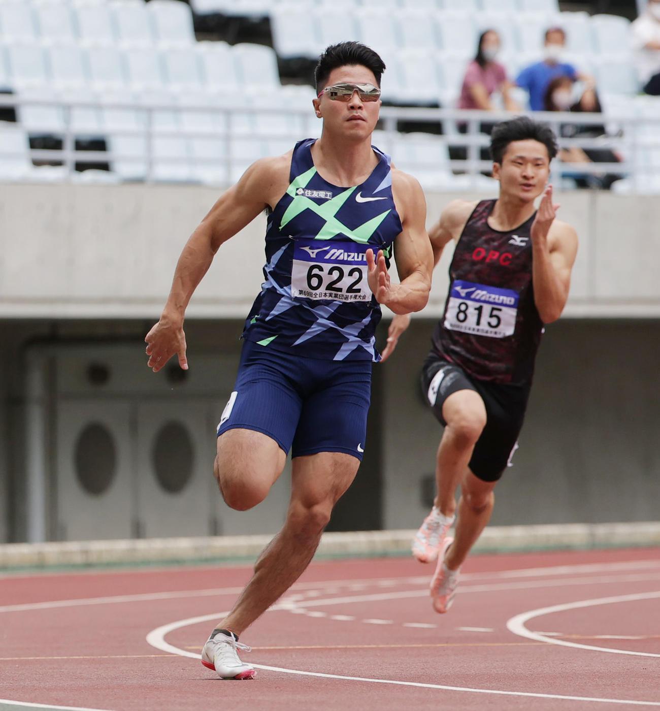 男子200メートル予選1組 20秒98でこの組1位となる小池祐貴(撮影・清水貴仁)