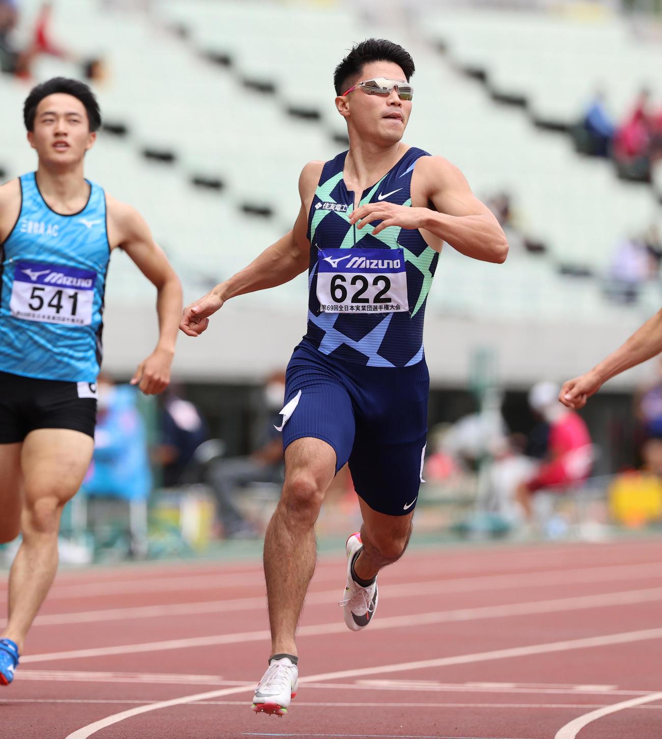 男子200メートル決勝 20秒55で優勝する小池祐貴(撮影・清水貴仁)