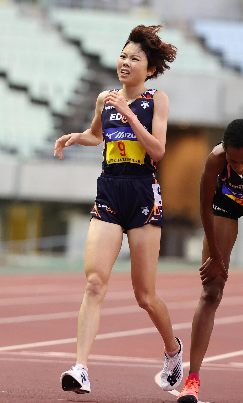 女子5000メートル(タイムレース) 14分59秒36で4位となる萩谷楓(撮影・清水貴仁)