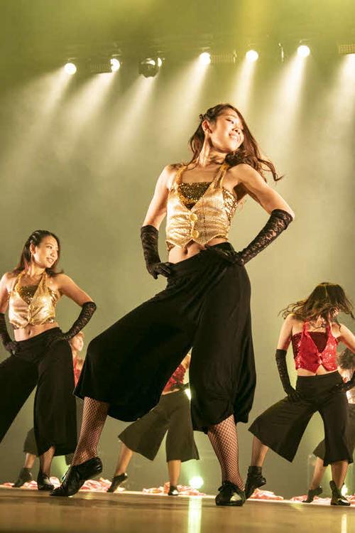 さまざまなダンスの要素が取り入れられている