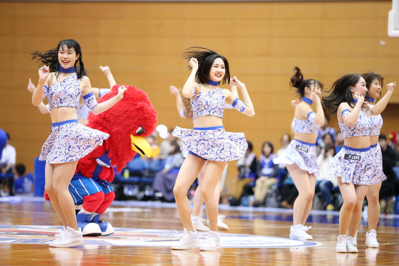FEgirlsのツイストダンス