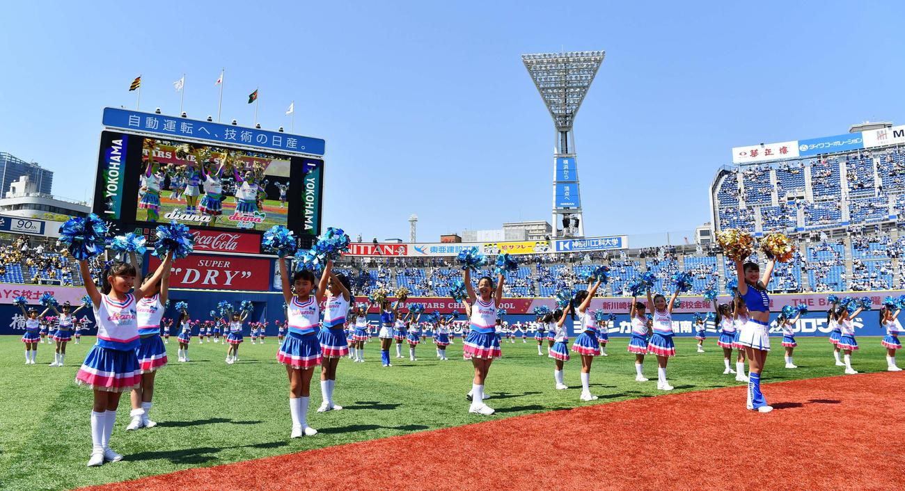 横浜スタジアムでパフォーマンス(C)YDB