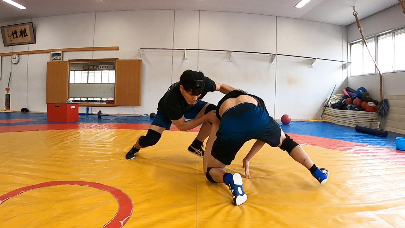 GoPro企画「レスリング」男子フリースタイル86キロ級の高谷(左)