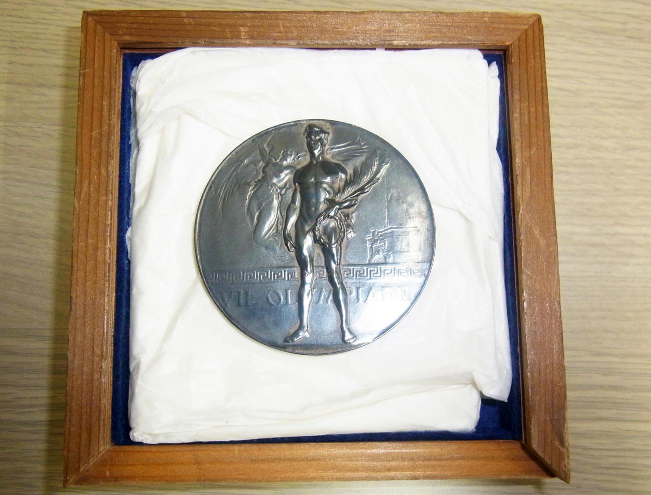 日本初の五輪メダルとなったテニスの熊谷一弥が20年アントワープ大会で獲得した銀メダル
